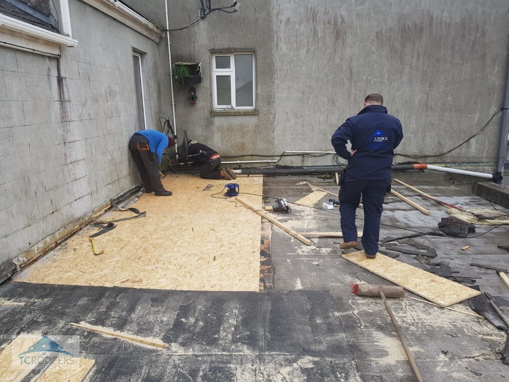 TC Roofers Putting Down Flat Roof